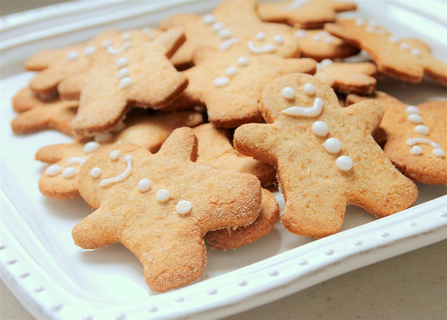 עוגיות ג'ינג'ר ושקדים עם דבש