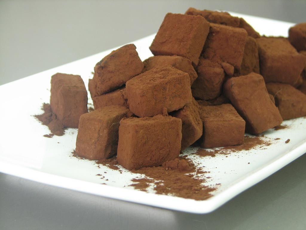 טראפלס שוקולד ואגוזי מקדמיה