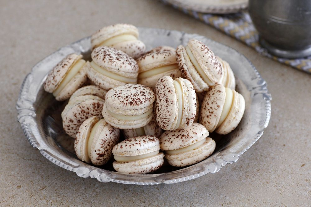 coconut_and_cocoa_macarons2-s