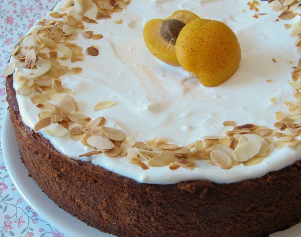 עוגת משמשים עם ריקוטה ושקדים