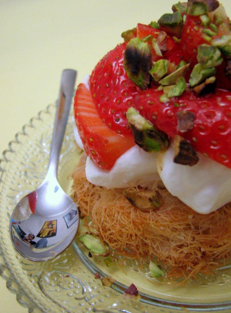 קדאיף עם קרם מסקרפונה, תותים ופיסטוקים
