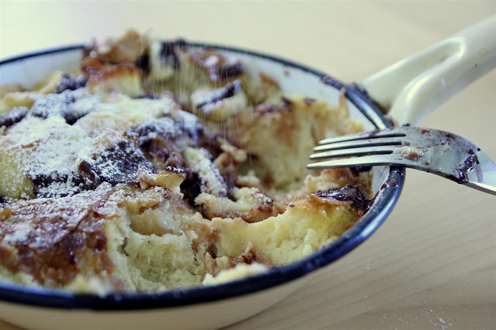 פודינג לחם עם שוקולד ובננות