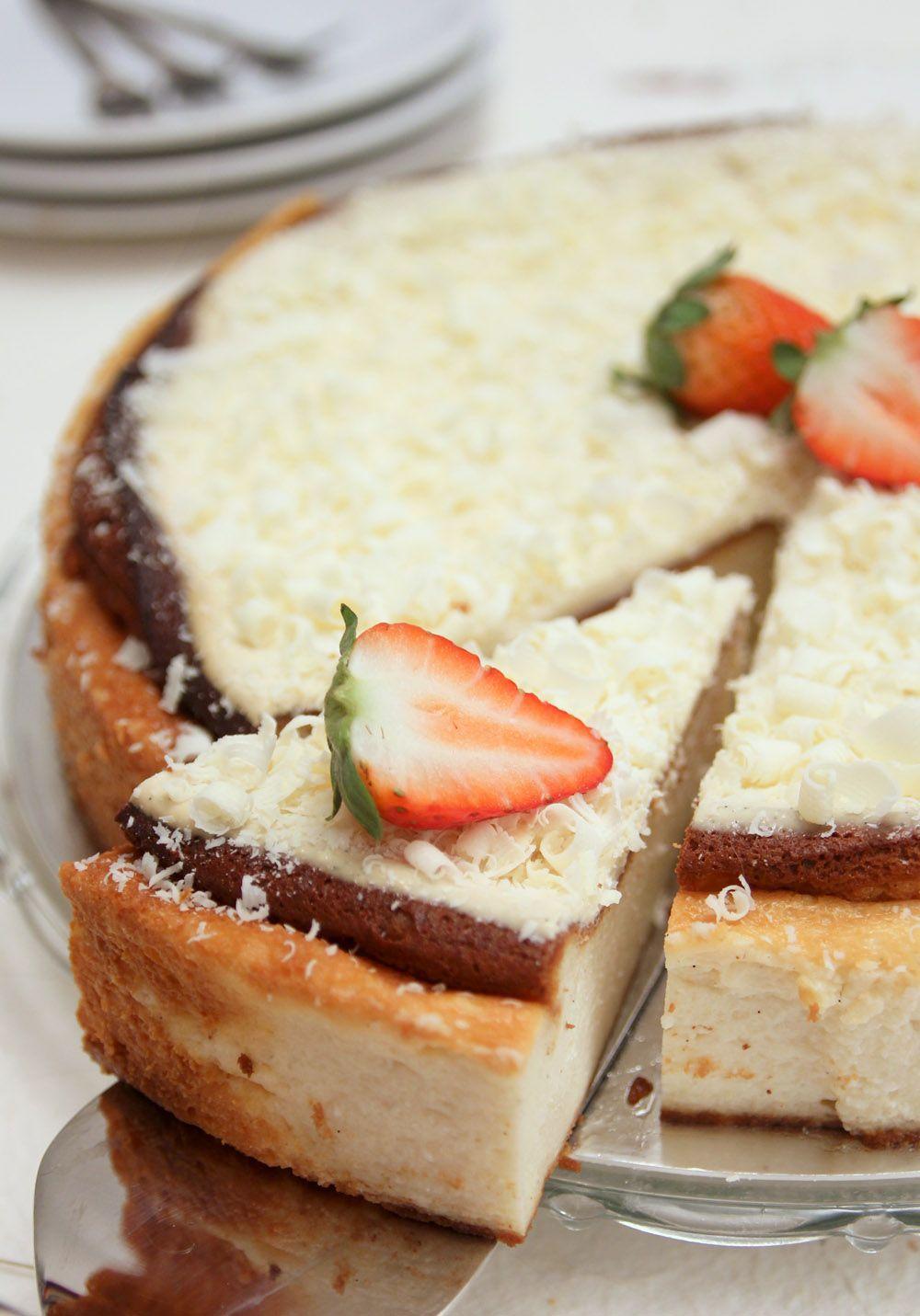 עוגת גבינה אפויה עם שוקולד לבן | צילום: נטלי לוין