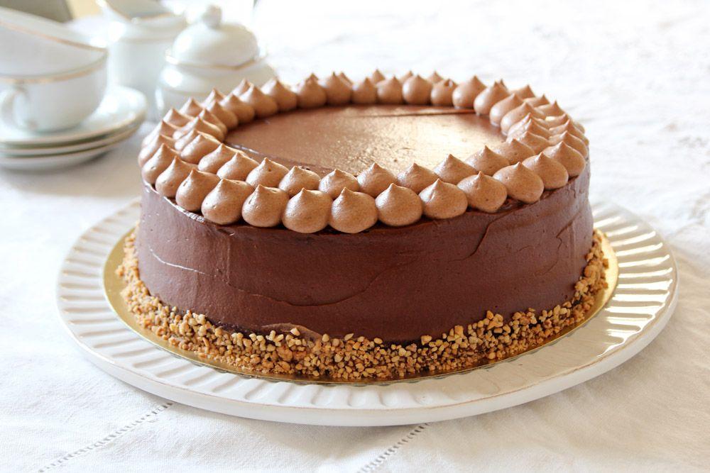 עוגת שוקולד, קרמל ואגוזי לוז