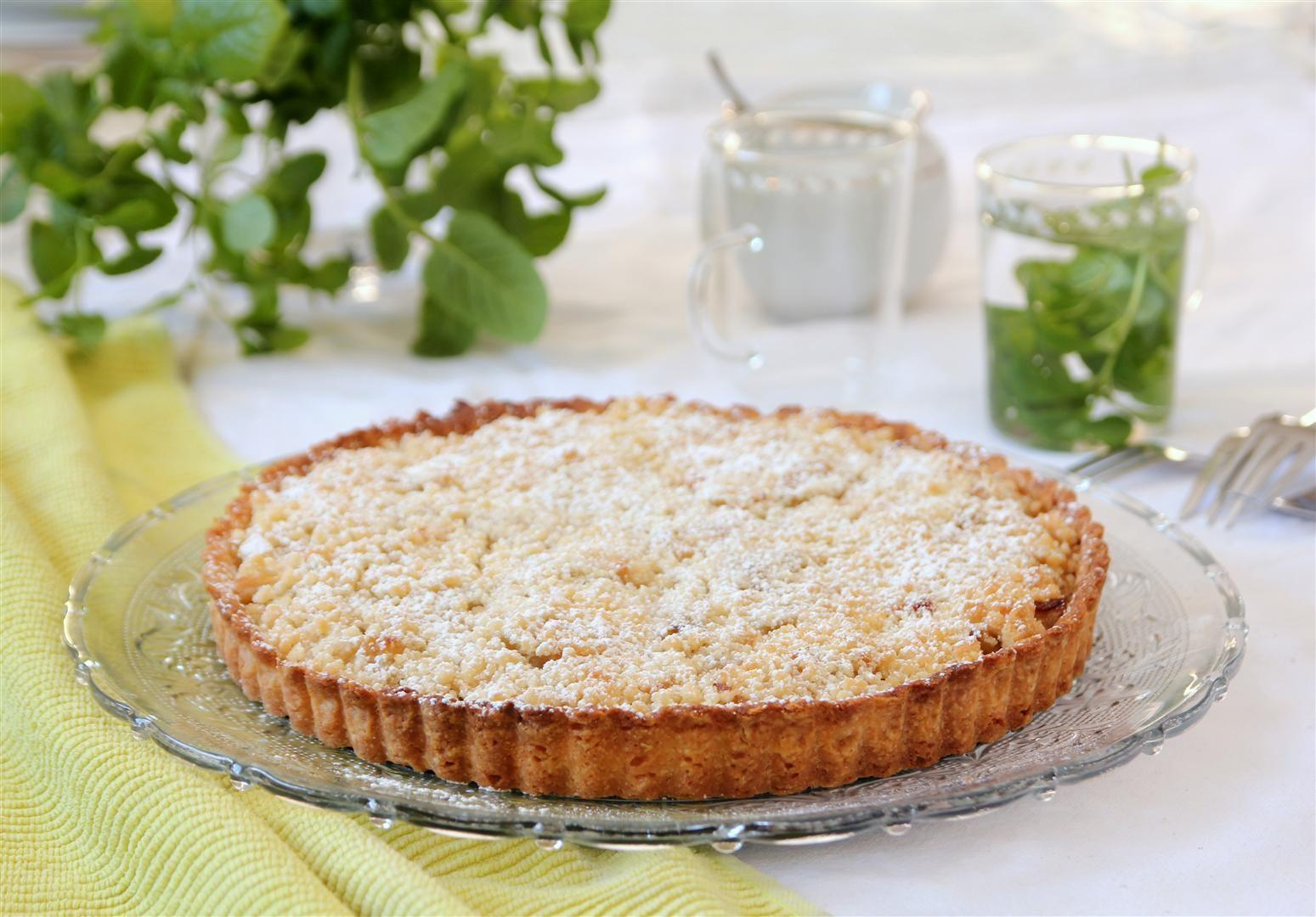 פאי תפוחים עם קראמבל אגוזי לוז