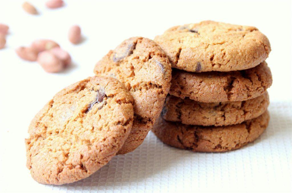 עוגיות חמאת בוטנים, שוקולד וקוקוס טבעוניות