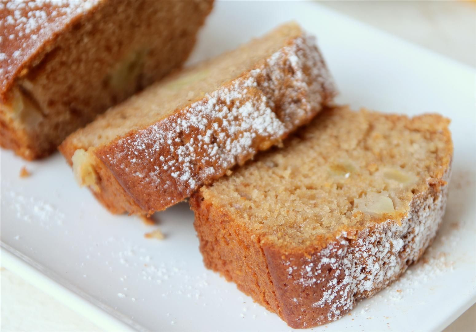 עוגת דבש מתובלת עם תפוחי עץ