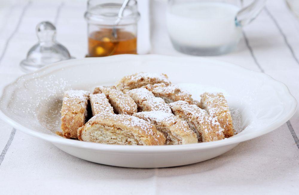 עוגיות מגולגלות במילוי טחינה ודבש