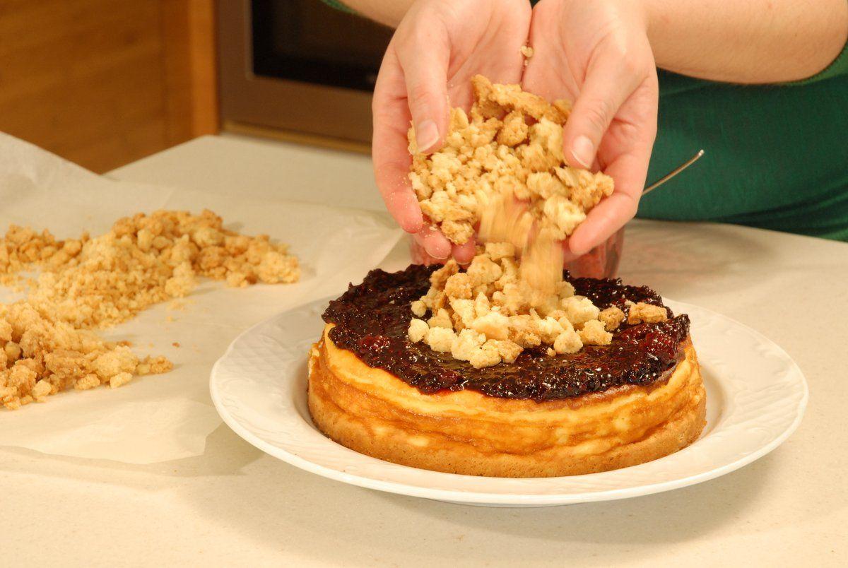 עוגת גבינה אפויה עם פטל וקראמבל