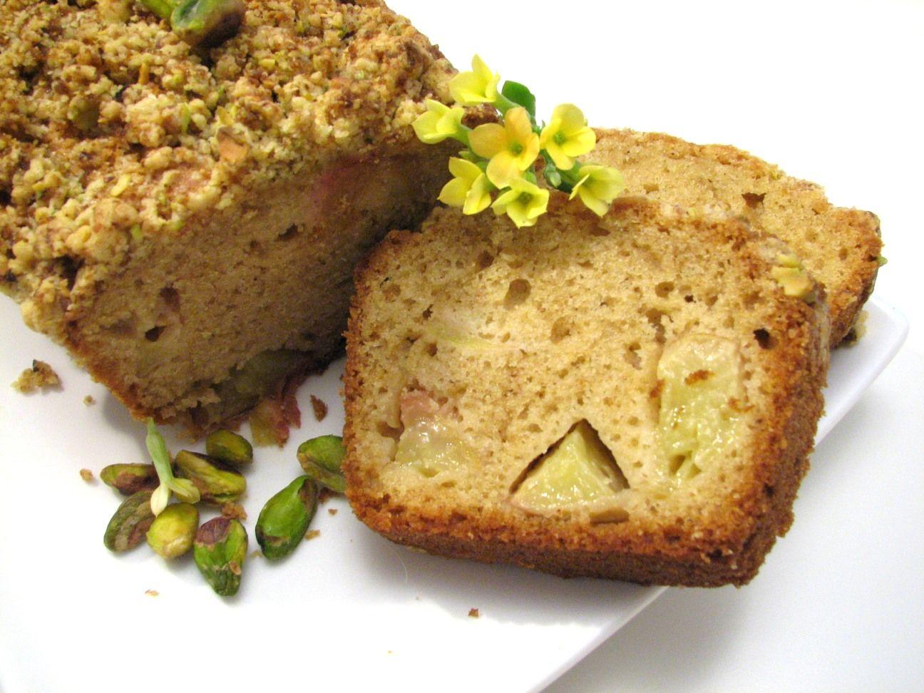 עוגת נקטרינות עם קראמבל פיסטוק