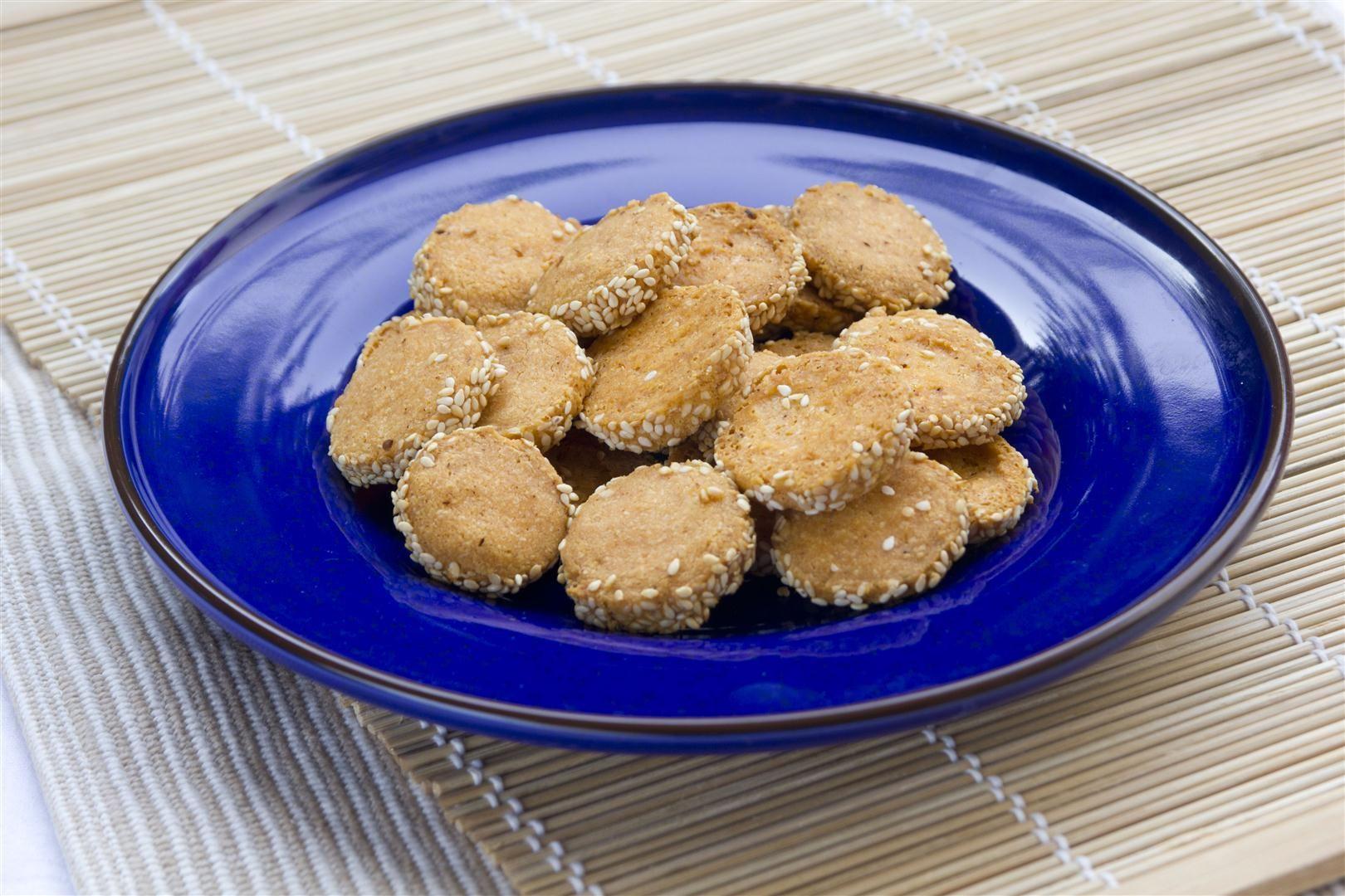 עוגיות גבינה מלוחות עם פפריקה וצ'ילי