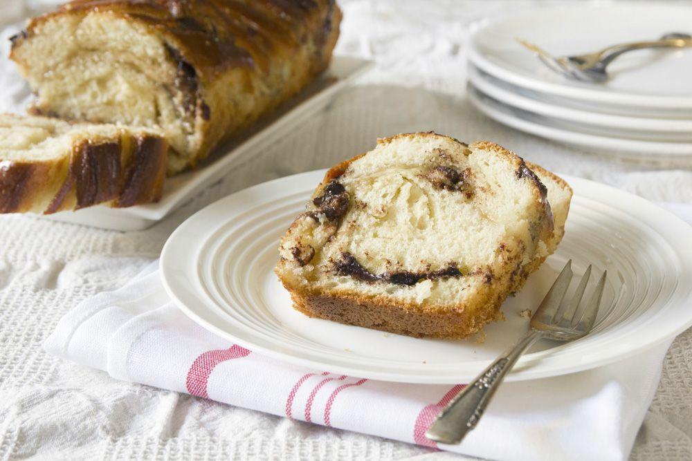 עוגת שמרים פרווה במילוי חלבה ושוקולד מריר