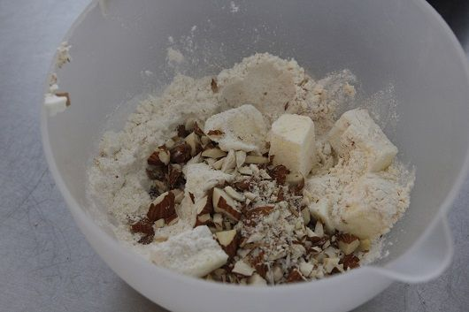 מיני מאפינס בננות וחמאת בוטנים עם שטרויזל מייפל וקינמון