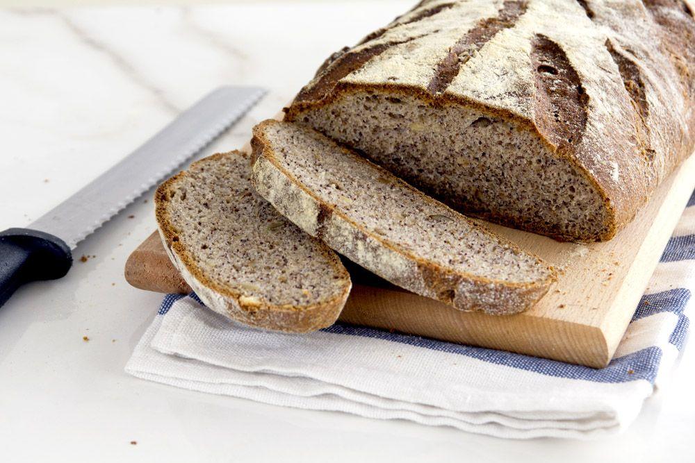 לחם פרג ואגוזים