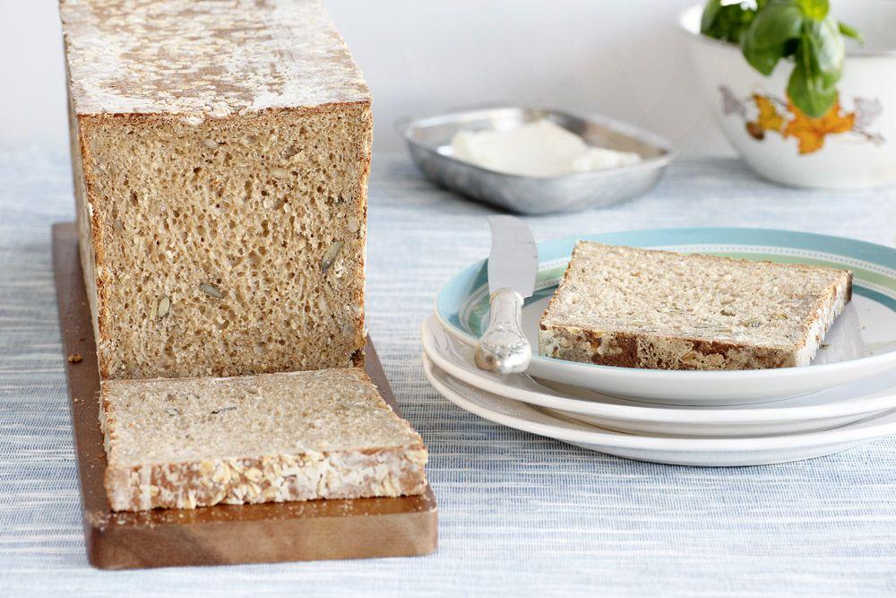 לחם קסטן עם גרעינים וקמח מלא