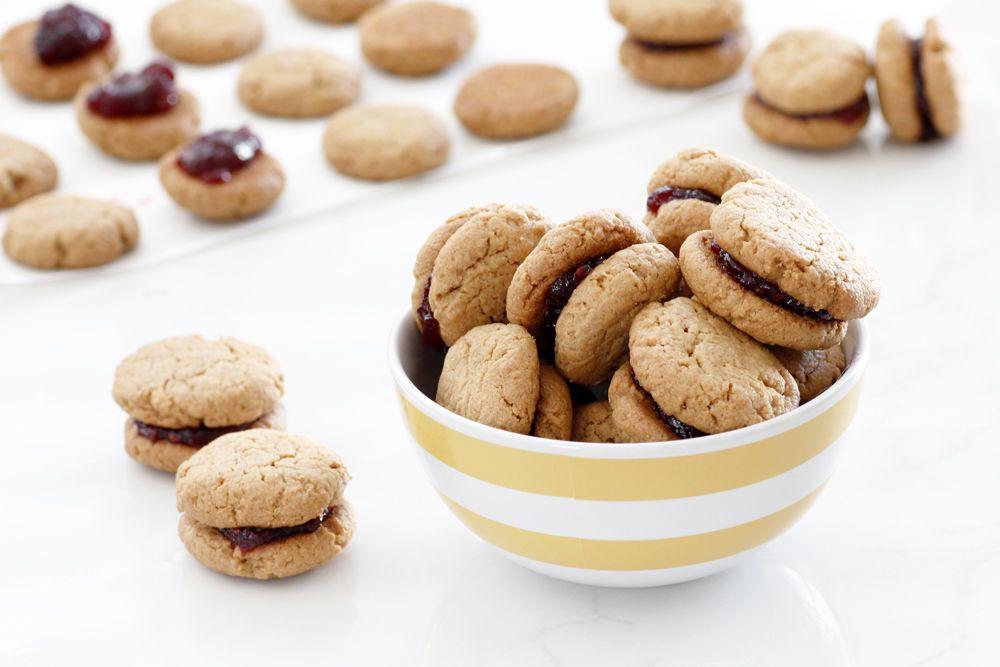 עוגיות סנדוויץ' חמאת בוטנים וריבה